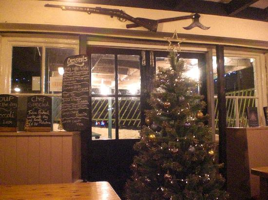 Cadgwith Cove Inn: pub christmas tree