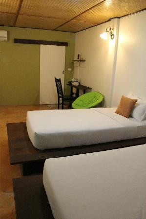 Baan Norn Plearn: Our room - clean, cool and comfortable.