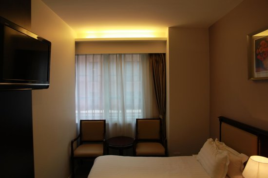 City Hotel: Twin room