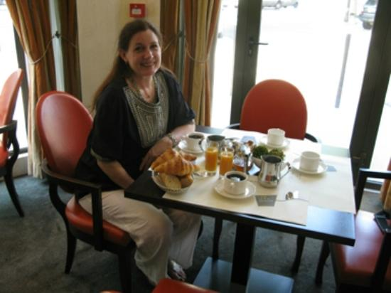 Hotel Eiffel Turenne: Our delicious breakfast