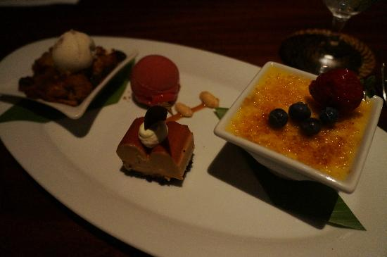 Four Seasons Resort Lana'i at Manele Bay: Yummy dessert sampler