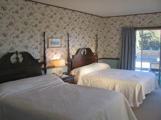 Kennebunk, ME: Our room at Seaside Inn