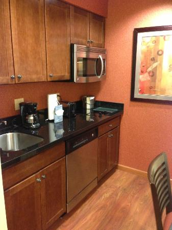 Homewood Suites Rockville - Gaithersburg: Suite Kitchen