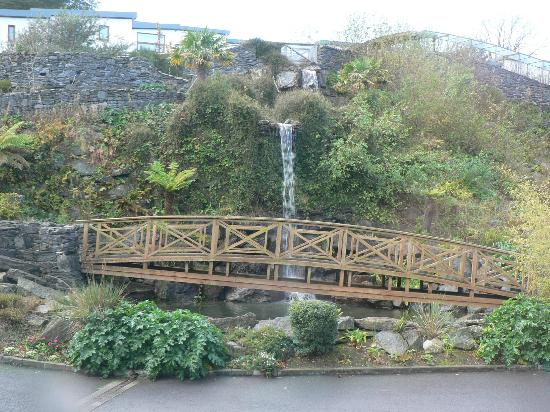 Carlton Hotel &amp; C Spa Kinsale: waterfall -as seen from room