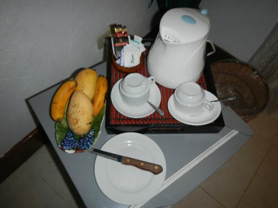 Mango-Ray Resort: Minibar - you get the 2 mangoes and 2 bananas just on the first day. no free mineral water