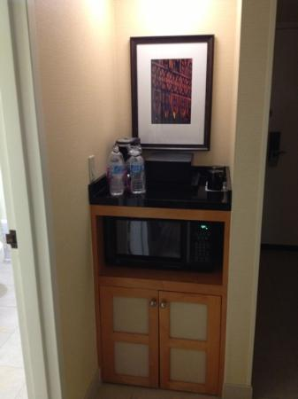 Renaissance Orlando Airport Hotel: microwave and fridge