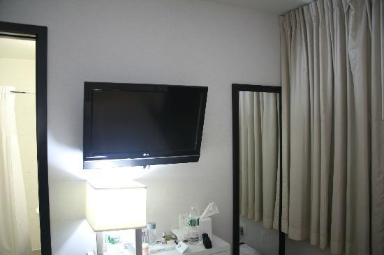 The GEM Hotel Chelsea: TV in room