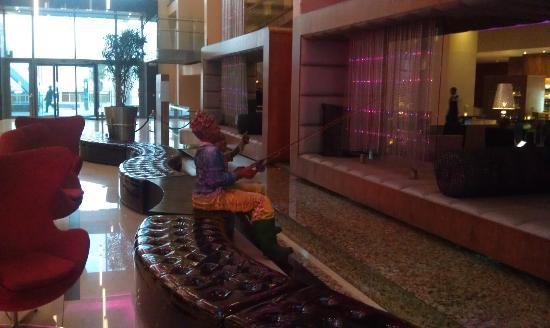 African Pride Crystal Towers Hotel &amp; Spa: Lobby Area