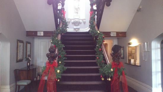 Hollin Hall Hotel: Main staircase