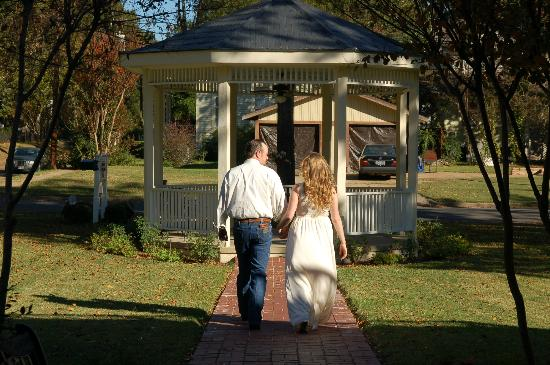 Delta Street Inn: Wedding Gazebo