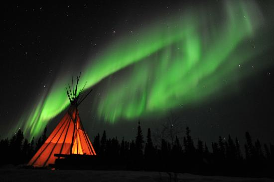 Blachford Lake Lodge: Aurora with Tipi