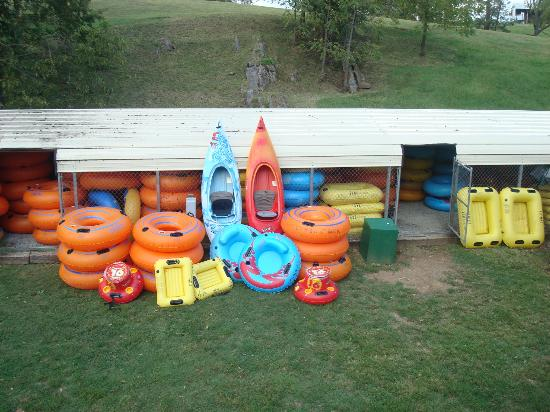 Berryville, Wirginia: Some of our tubes and kayaks