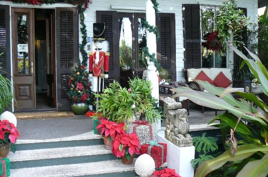 The Mermaid & The Alligator: Festive front entrance welcome