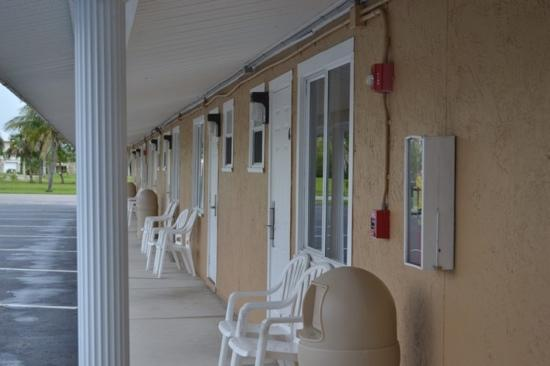 Everglades City Motel: rooms