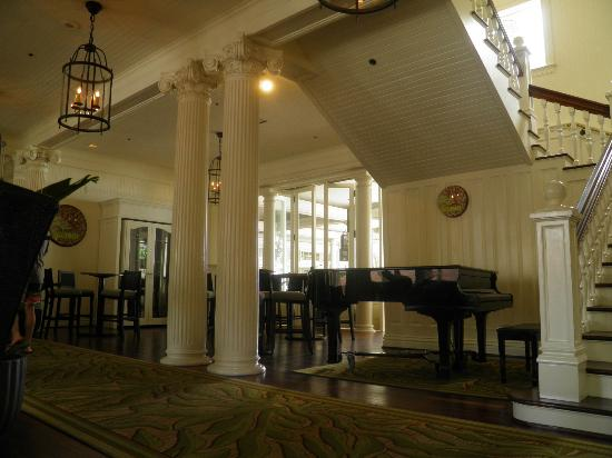 Moana Surfrider, A Westin Resort & Spa: Great piano player here in the evenings