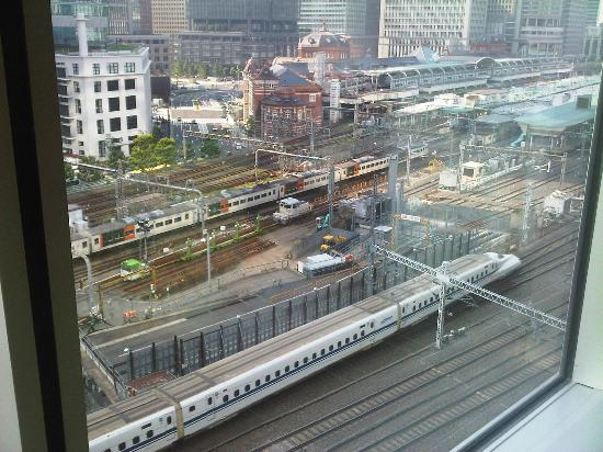 Four Seasons Hotel Tokyo at Marunouchi: View from our room, the main train station