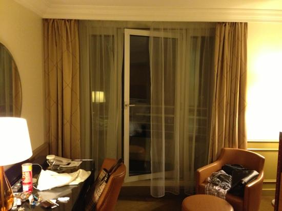 Paris Marriott Hotel Champs-Elysees: floor ceiling openable windows overlooking exterior courtyard