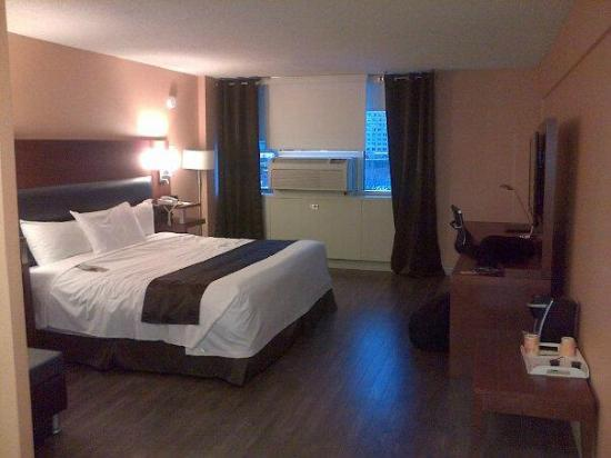Hotel Espresso Montreal Centre-Ville/Downtown: Our bedroom-all rooms were hardwood floors :)