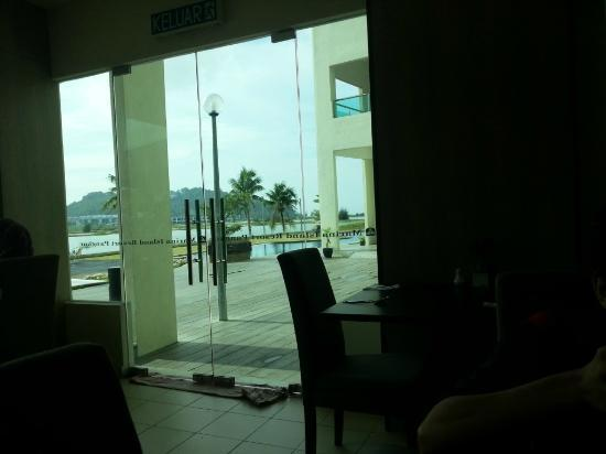 Best Western Marina Island Resort: Inside the cafe