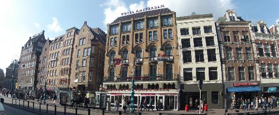 Hotel Amsterdam - De Roode Leeuw: Facade of hotel