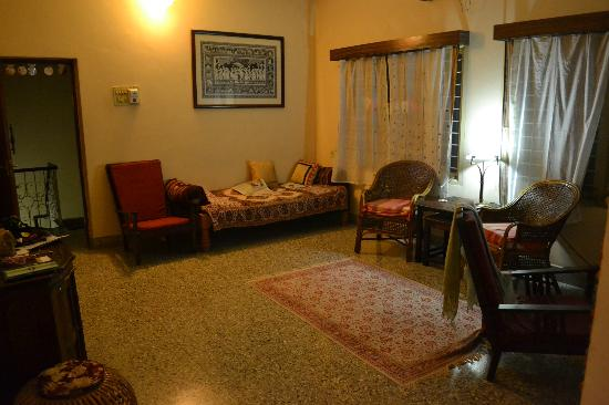 Mysore Bed and Breakfast: front room