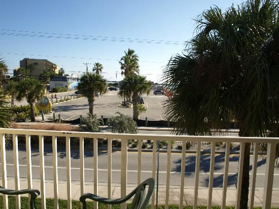 Days Inn Cocoa Beach: View from the balcony. room 239