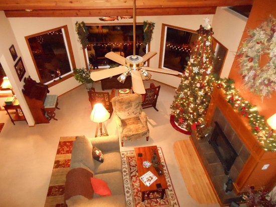 All Seasons River Inn: View of the living room from the balcony