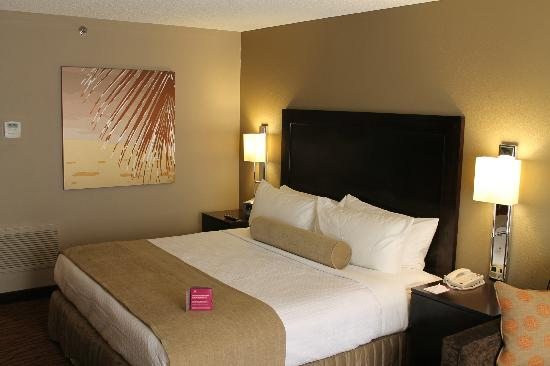 Crowne Plaza Miami Airport: King Bedded Guestroom