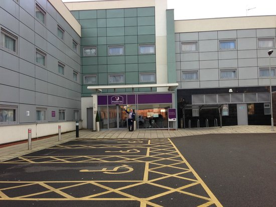 Premier Inn Liverpool John Lennon Airport Hotel: spacous parking facilities including disabled