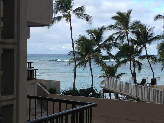 Moana Surfrider, A Westin Resort & Spa: Ocean view from room