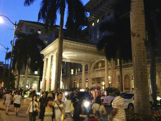 Moana Surfrider, A Westin Resort & Spa: Hotel entrance