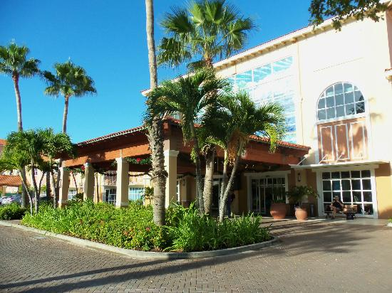La Cabana Beach & Racquet Club: Front Entrance