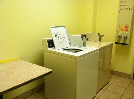 Comfort Inn: Laundry room