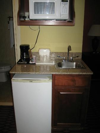 Comfort Inn Harrisburg: Mini fridge, microwave and sink in the room