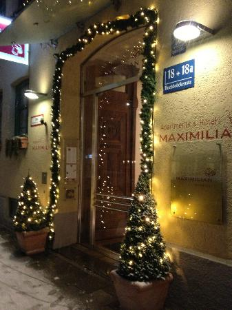 Maximilian Mnchen: Front Door of Hotel decorated for Christmas