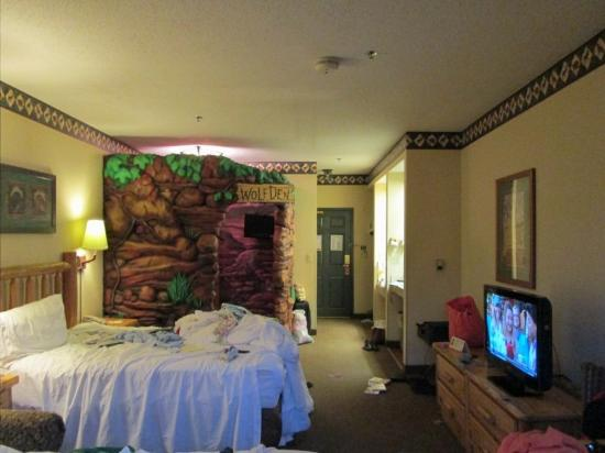 Great Wolf Lodge: Our lived in room-don&#39;t mind the mess!