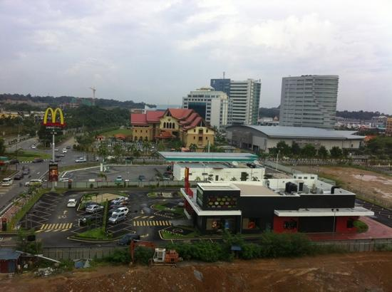 MITC Ancasa Hotel Melaka: A drive thru MacDonald next door