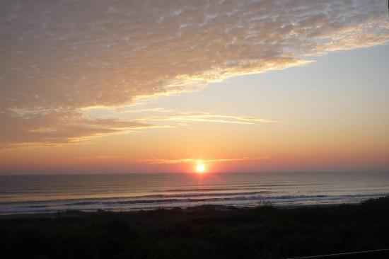 Resort on Cocoa Beach: Sunrise from the balcony on Cocoa Beach
