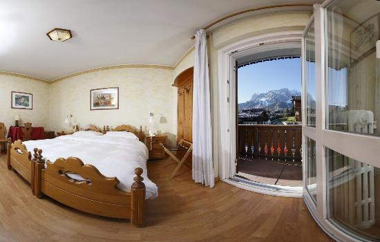 Camera con vista di cortina dell 39 hotel villa neve for Hotel meuble villa neve cortina