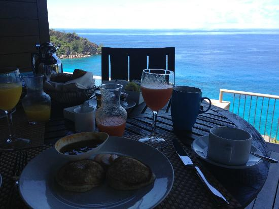 Four Seasons Resort Seychelles: Breakfast in villa