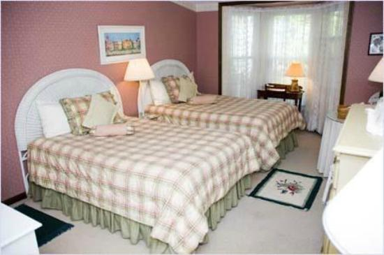 Vineyard Haven, MA: Room #5 Is great for family with small children