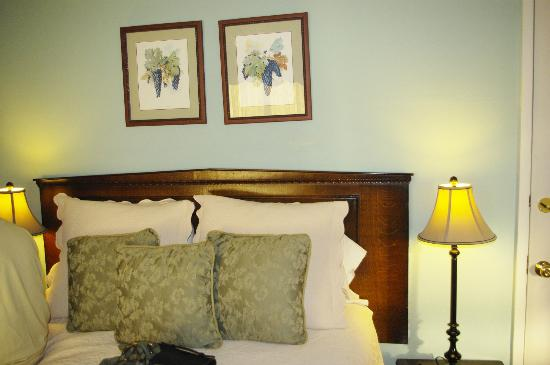 Cedar Gables Inn: Miss Dorothy Room