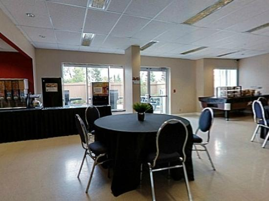 Residence &amp; Conference Centre - Kitchener Waterloo: Breakfast Lounge
