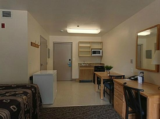 Residence &amp; Conference Centre - Kitchener Waterloo: Traditional Suite