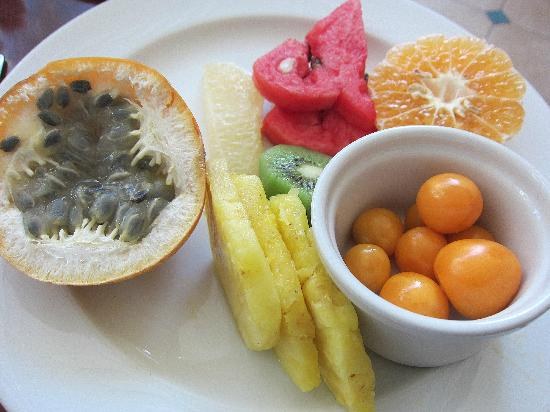 JW Marriott Hotel Quito: Exotic fresh fruit at breakfast