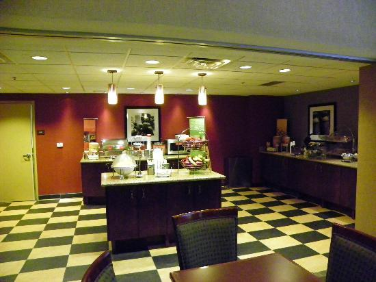 Hampton Inn &amp; Suites Rifle: Breakfast Area