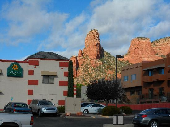 La Quinta Inn Sedona / Village of Oak Creek: Hotel and Grounds