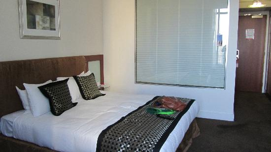 Rendezvous Hotel Adelaide: The wonderful bed