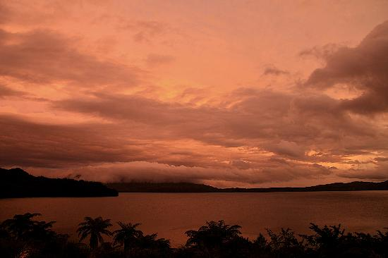 Solitaire Lodge: SUNSET OVER MT TARAWERA