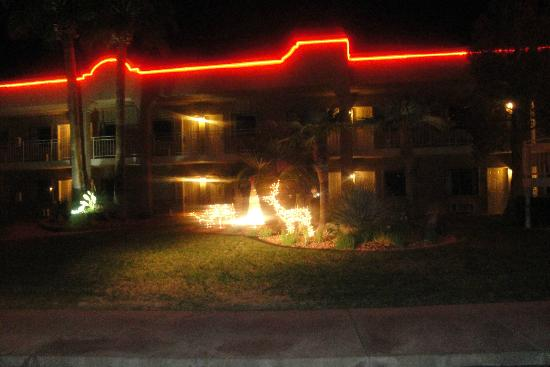 Clarion Suites: Night photo